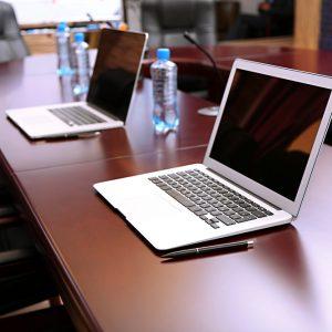 IT-Technik mieten - Notebook, Beamer und Displays